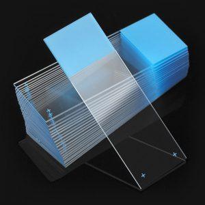 Predmetna stakla pozitivno naelektrisana plava